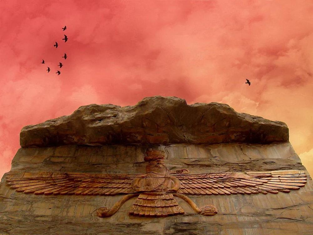 Изображение Faravahar вырезанные в камне в Персеполе, Иран.
